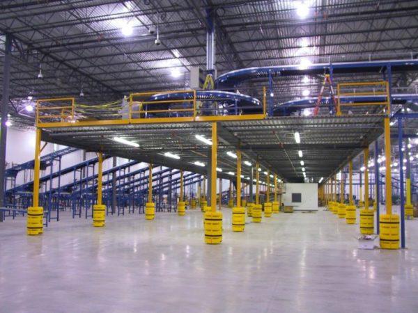 Mezzanine built into industrial warehouse. Mezzanine for conveyor belt system. Mezzanine inspiration for warehouse buildings.